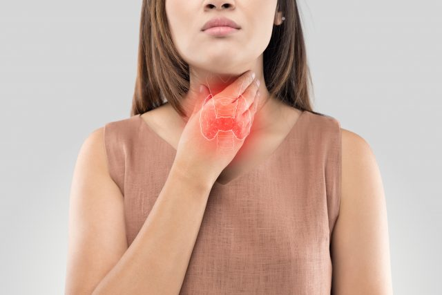 what are symptoms of thyroid problems in females